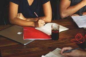 Gdzie warto szukać pracy po studiach humanistcyzncyh?